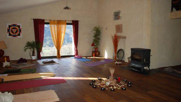 salle de pratique à l'Ashram Yoga Anâkhya en Provence