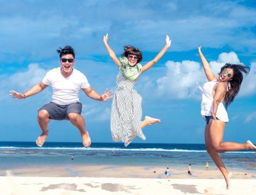 happy-positive-psychology-psychologie-heureux-plage