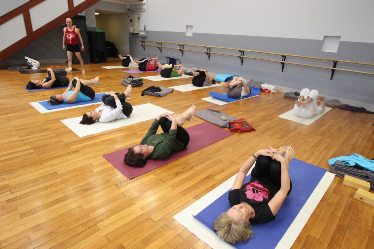 Esn yoga iyengar nanterre pratiquer un yoga dynamique for Chaise yoga iyengar