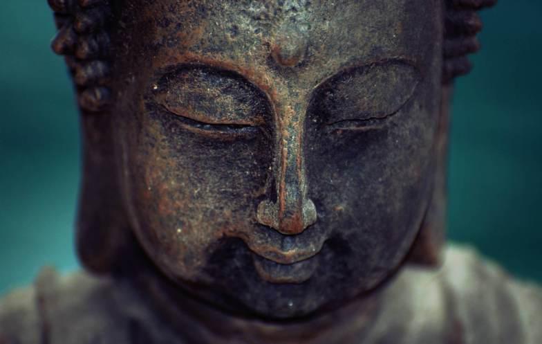 Nahaufnahme des Kopfes einer Buddha-Figur