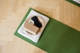 Blick auf die Yogamatte mit den Hilfsmitteln - (c) yoga privé
