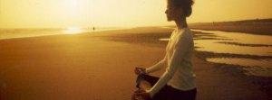 Sentada en la playa