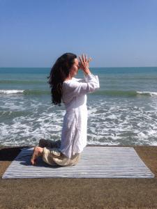 Carol_Beach_Pose_2