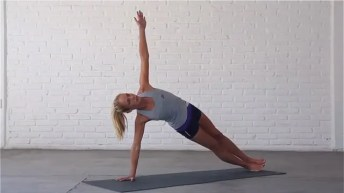 Side Plank strengthens the wrists, shoulders and obliques.