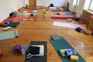 Yoga bei Yoga & Cure - Yoga & Cure geht individuell auf Deine Bedürfnisse ein. Verweilen & Fließen im Yoga!