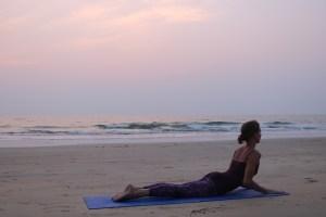Auch am Meer kann Yoga praktiziert werden. Die Yogalehrer Ausbildung & Yoga Ausbildung bei Wiebke ist etwas ganz Besonderes. Komm in eine kleine, familiäre Yogagruppe. Wiebkes Yoga ist sanft & zugleich kräftigend. Ihr Motto ist verweilen & fließen. Es geht darum Erfahrungen zu machen.