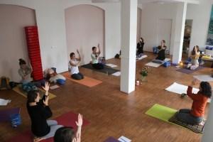 Bei Yoga & Cure und der Yoga Ausbildung geht es immer um gesundes Yoga. Neben Yogaphilosophie & Spiritualität wird das körpergerechte Ausüben der Asanas gelehrt. Dr. Mohme ist ganzheitlich arbeitende Ärztin. Dies selbstverständlich auch als Dozentin in Ayurvedaausbildungen, Yogatherapieausbildungen & Yogaausbildungen.