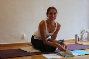 Dr. Mohme unterrichtet Yoga nicht nur in Deutschland, sondern auch im Ausland. Unter anderem lehrt sie an der internationalen Yoga University Villeret. Sie ist dort Dozentin in den Yogalehrer Ausbildungen & den Yoga Therapie Ausbildungen. Dr. Mohme spricht fließend Deutsch und Englisch.