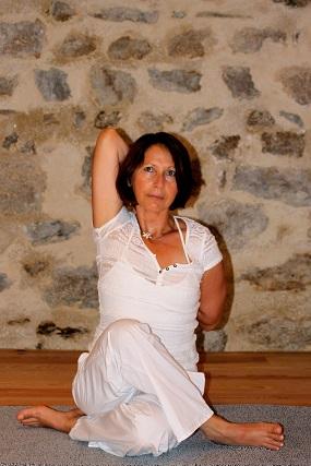 postures de yoga  pranayama  méditation  yoga fleur de