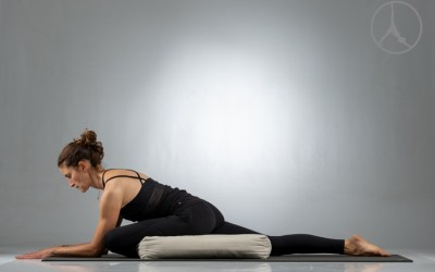 Gentle outer hip restorative (40 min – Level 1)