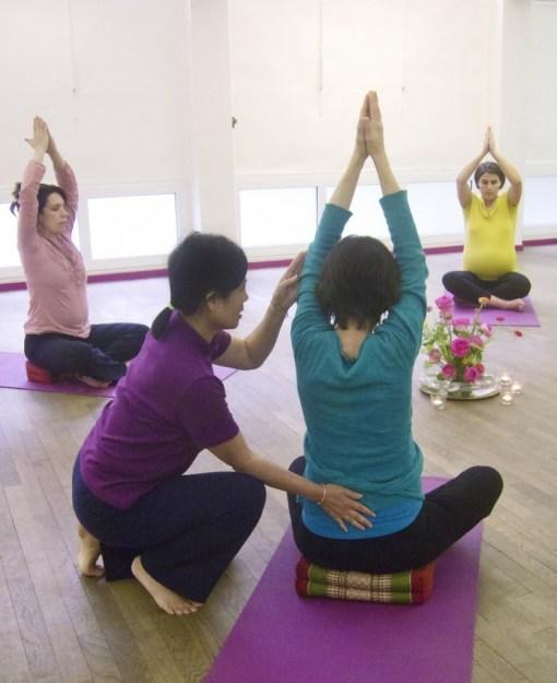 Cours yoga prenatal postnatal yoga maternite yogamanjali Paris 20