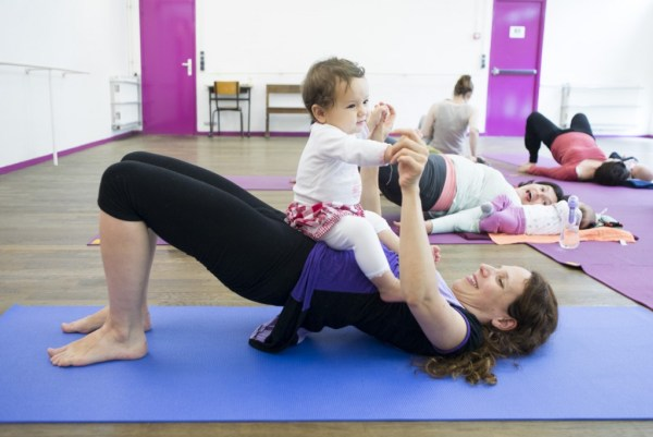 Cours Yoga prenatal postnatal yoga maternite hatha exercices posture yogamanjali filla brion Paris 20