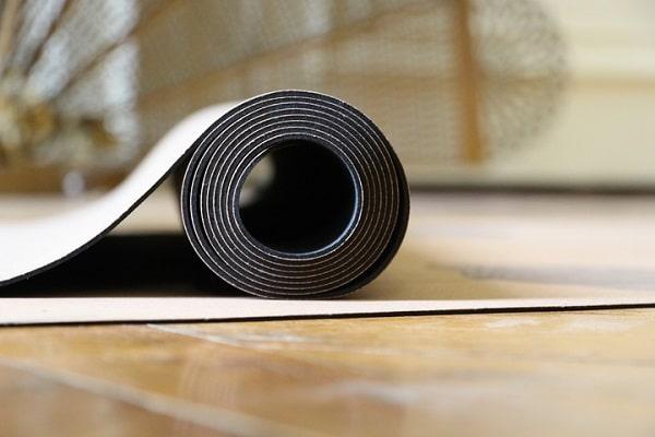quel tapis de yoga choisir pour voyager
