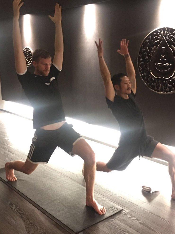 Mertesacker doing yoga
