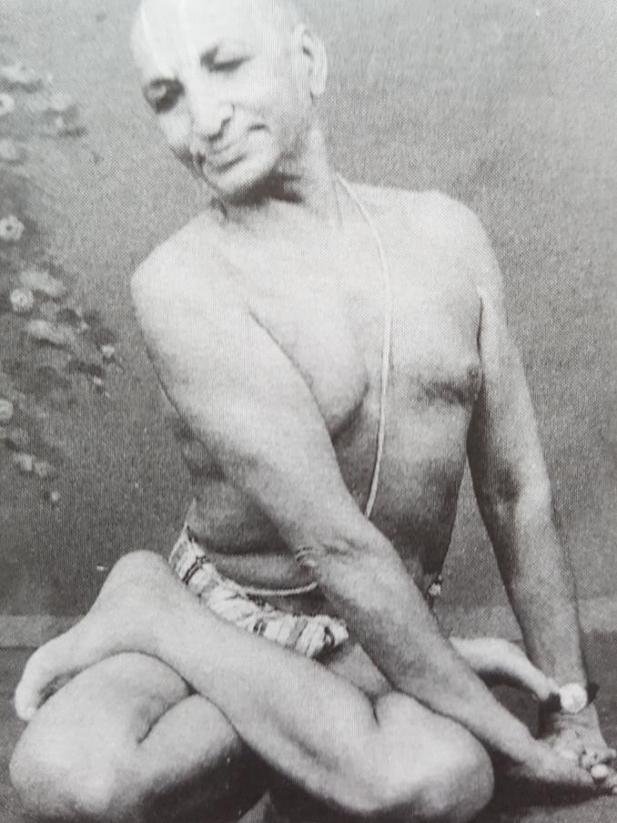 Yogaphilosophy - Peace, T.Krishnamacharya in a Bharadvajasana variation, Yogamakaranda FREE download