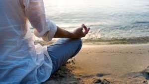 Annette Bauer, Yogannetteblog.de, Strand, Meditationshaltung