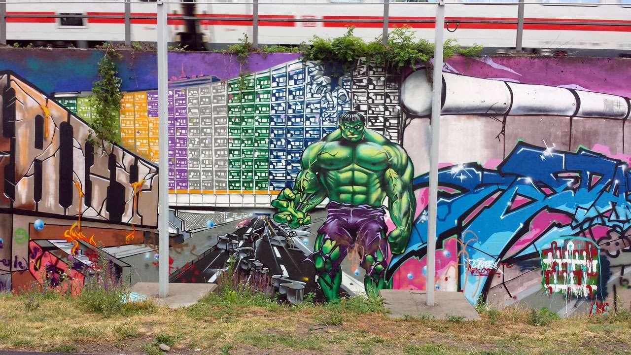 Grafiiti-Kunst Hulk © Annette Bauer yoga-xperience.de
