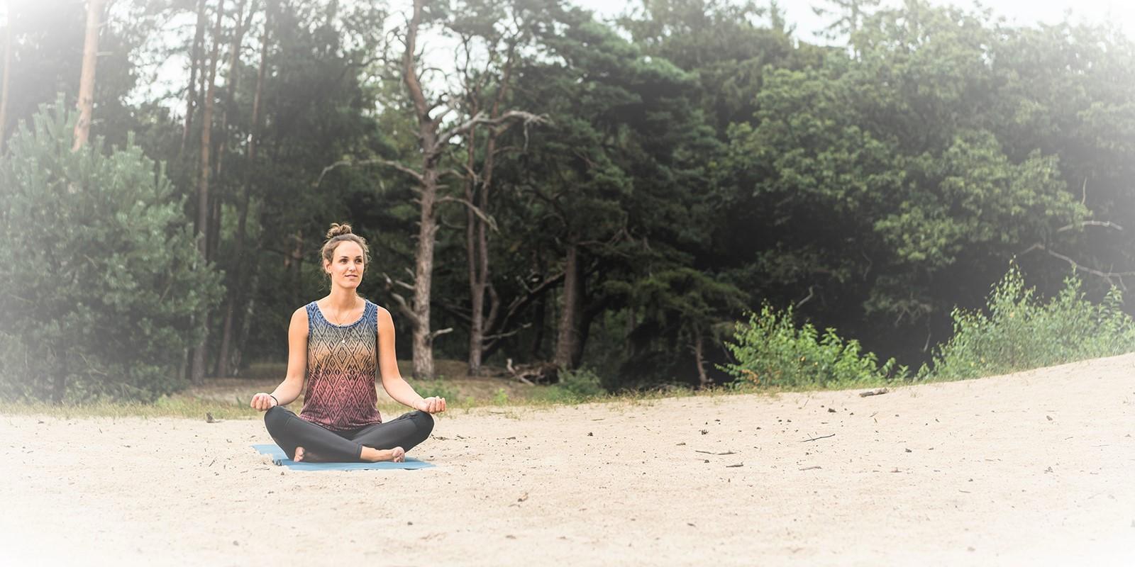 yoga oefeningen voor verbinding met natuur2