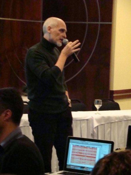 Prof. Edgardo Caramella em sua palestra sobre Formação Profissional