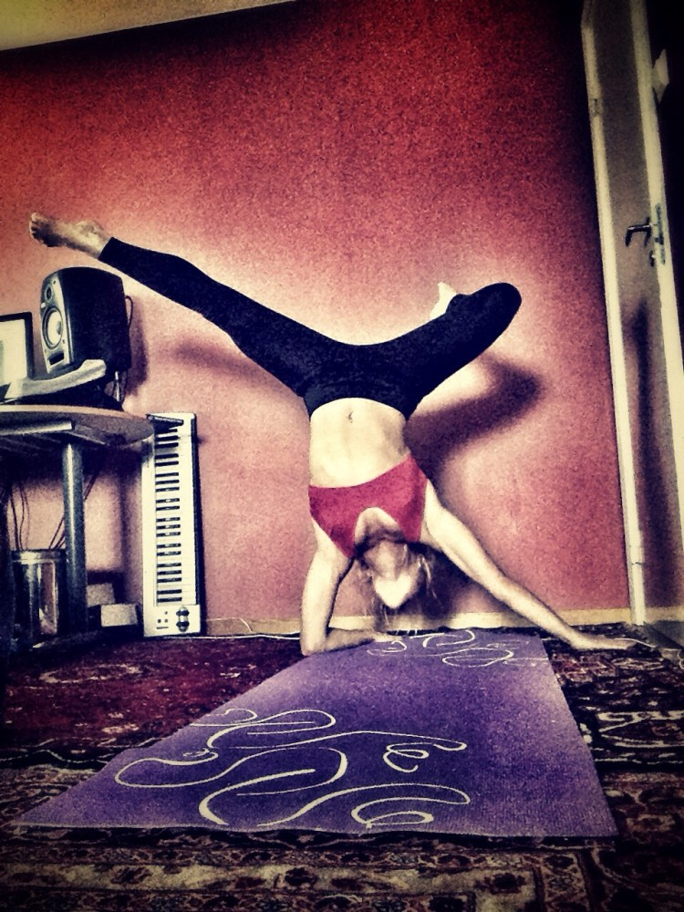 Funky forearmstand! (3/3)