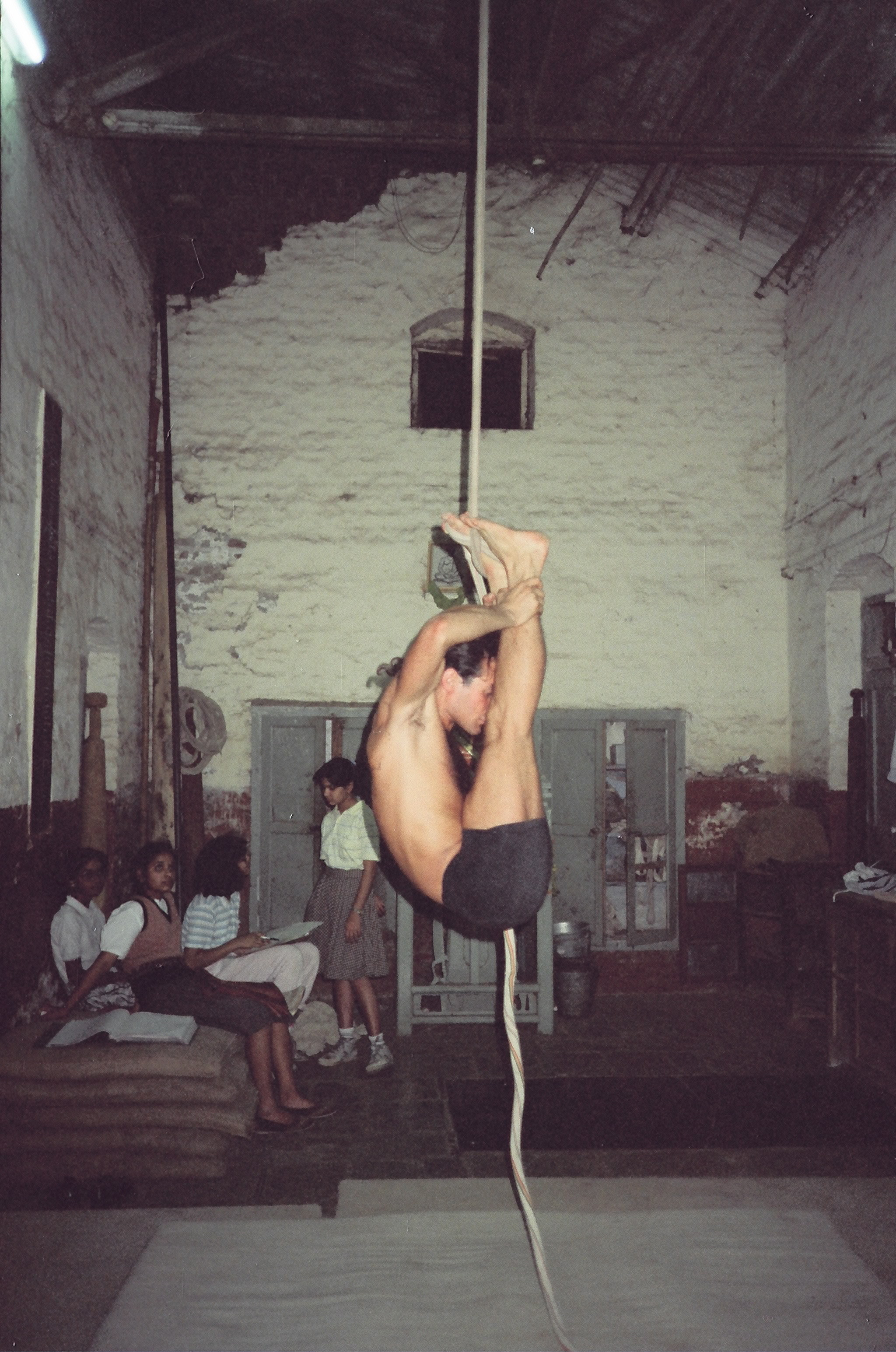 Simon Borg-Olivier practicing Urdhva mukha pascimotanasa on rope Mallakhamb in Pune, India, 1988