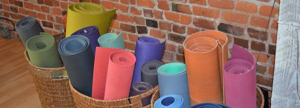 yoga_mats_in_baskets3