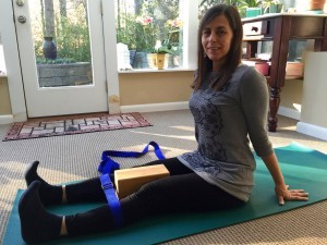 a simple yoga pose to reduce knee pain  yoga with lillah