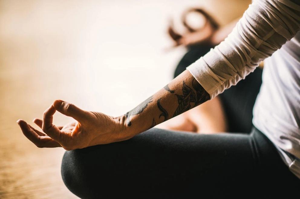 Исследование показало связь между медитацией, эндокринной системой, здоровьем и благополучием: