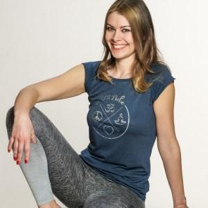 Yoga-shirt-kurmarm-blau-nachhaltig-yogiliebe