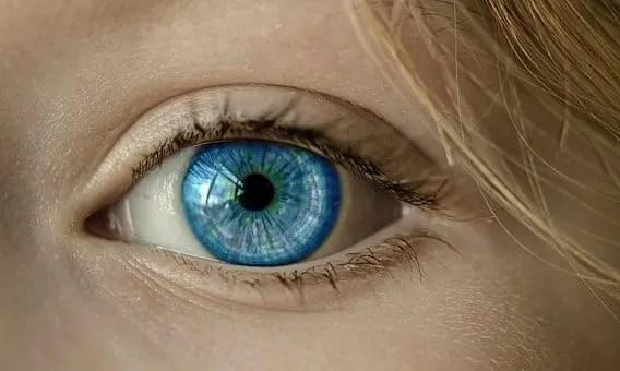 a womans blue eye
