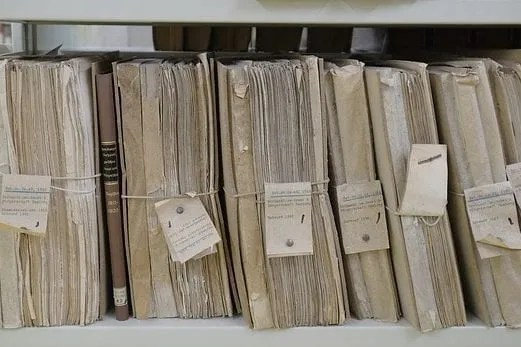 picture of paper files