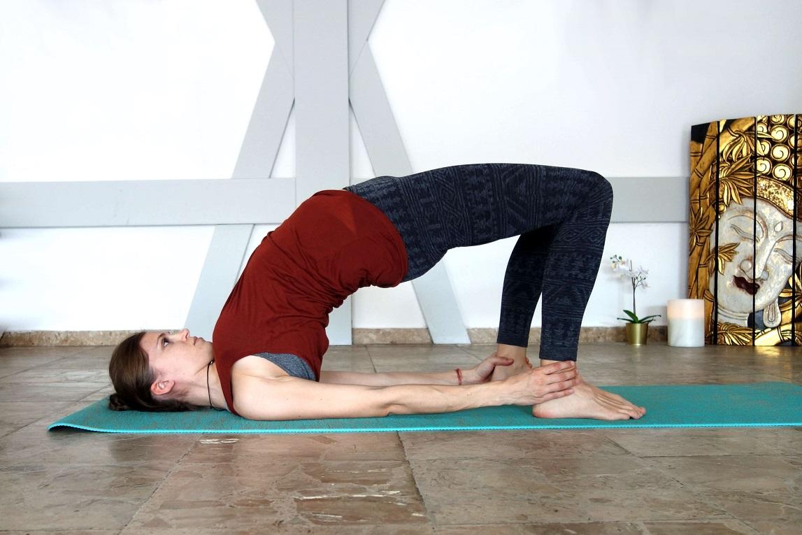 kandharasana_yog_temple_yoga_in_the_second_trimester