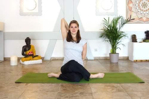 Gomukasana_yoga_in_the_third_trimester_yog_temple_yogateachertraining