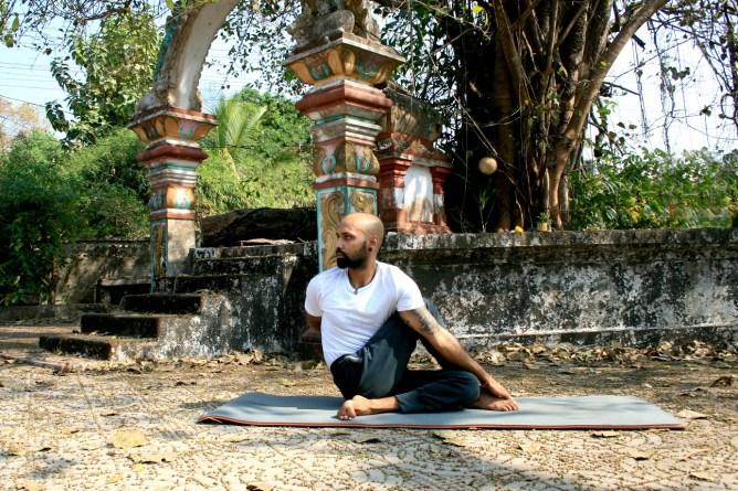 ardhamadsjendhrasana2 - Yog Asanas