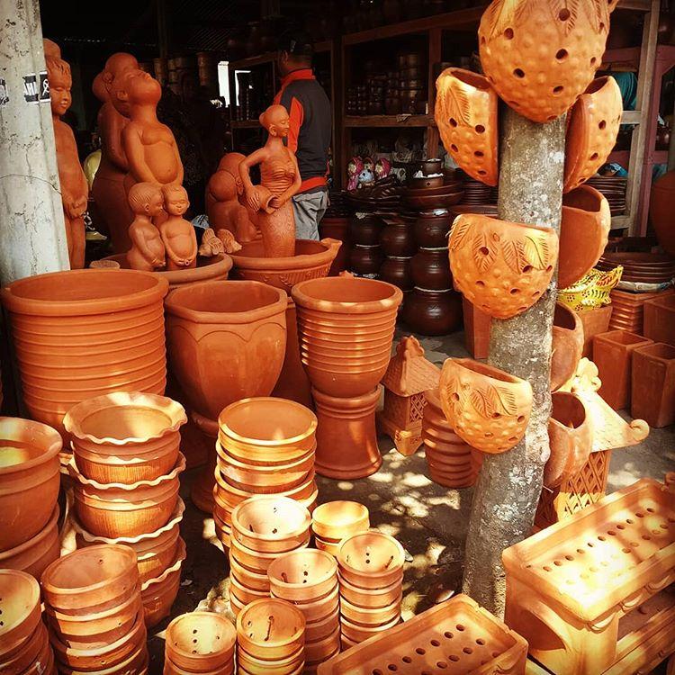 Pottery Product Showroom, source : amalia_k_w Instagram