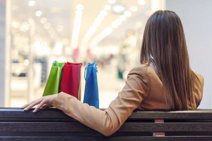 mystery-shopping-visits-shopper-outside-store