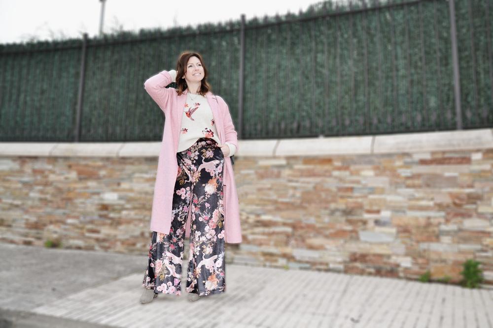 Jersey bordado y pantalón de terciopelo 9