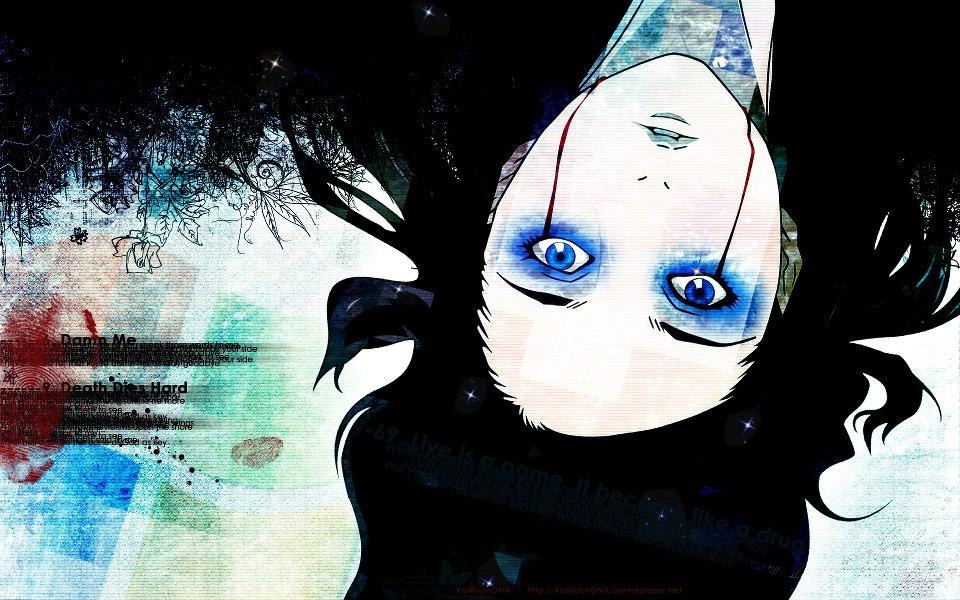 Mulher de cabelo preto, cor azulada ao redor dos olhos e linha vermelha abaixo.