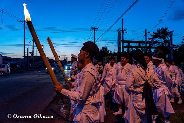 平成30年 美瑛町 美瑛神社宵宮祭 那智・美瑛火祭り 会場に向かう奉仕者