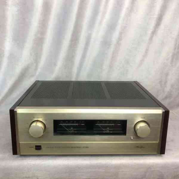 Accuphase E-305 integrated stereo amplifier