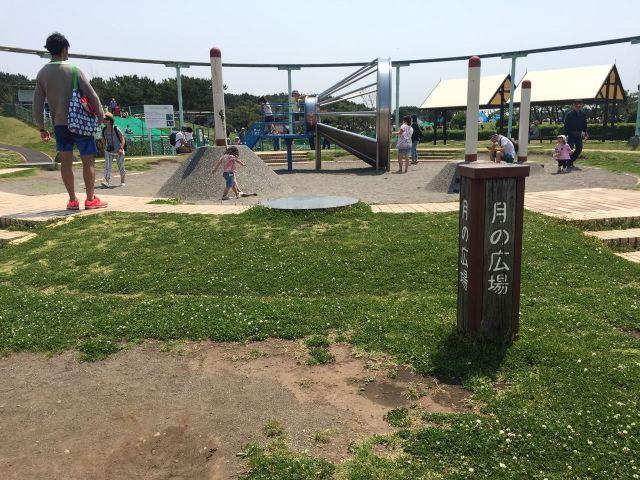 ちょっと変わった遊び場。珍しいのか大きな子供も楽しそうに遊んでます。