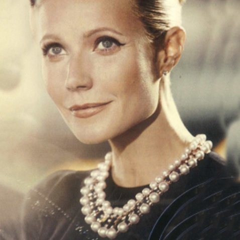 Gwyneth Paltrow wears Yoko London pearls