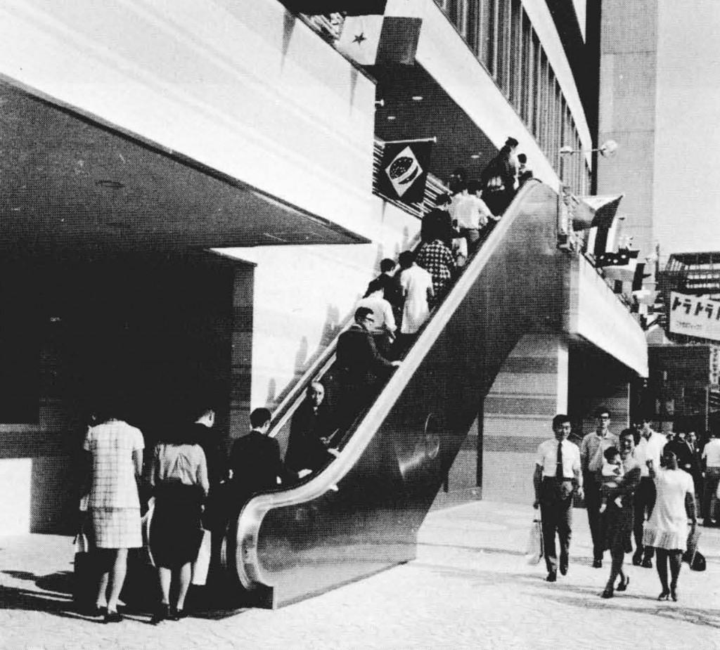 1969年当時の赤坂東急ビル(東急プラザ赤坂)にあった屋外エスカレーター