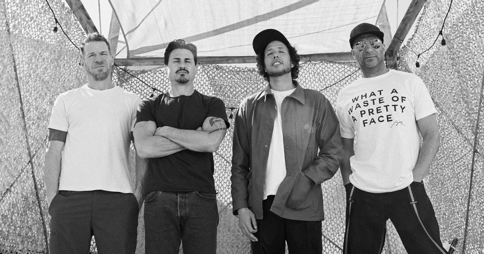 聲援喬治佛洛伊德之死事件!Machine Gun Kelly 與 Travis Barker |Rage Against The Machine 經典抗爭神曲 《 Killing In The Name 》 6