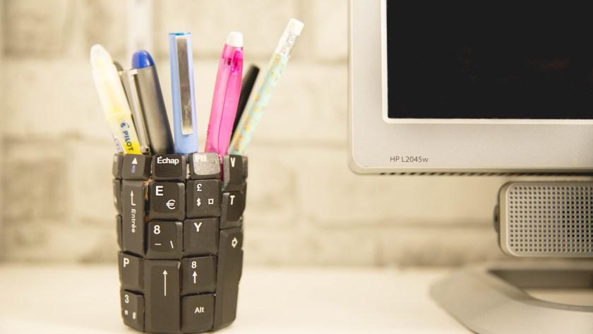 Transformer son vieux clavier en pot à crayon | DIY