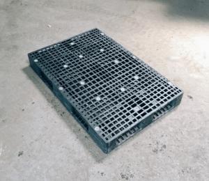 120×80 網狀田字型塑膠棧板 正面