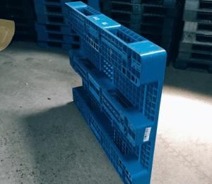 140×110 網狀川字型塑膠棧板 反面