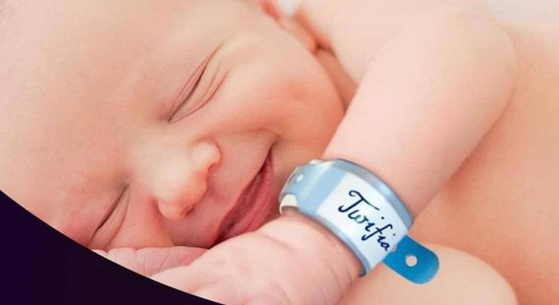 Pareja nombró a bebé Twifia a cambio de WiFi gratis por 18 años