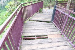 Kerusakan pada lantai jembatan