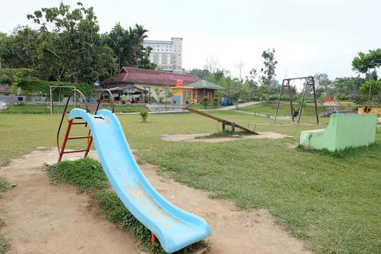 Prosotan/ seluncuran di taman Ngarai Maaram Bukittinggi